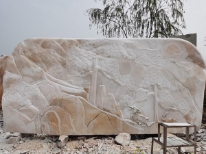 大型景观刻字石也需要维护